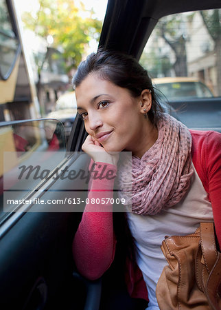 woman in the back of a car, looking out the window Stock Photo - Premium Royalty-Free, Image code: 613-08057009