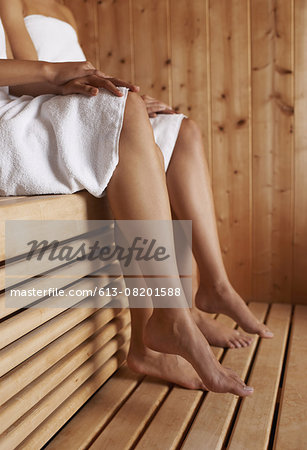 They love a good day at the spa Stock Photo - Premium Royalty-Free, Image code: 613-08201588