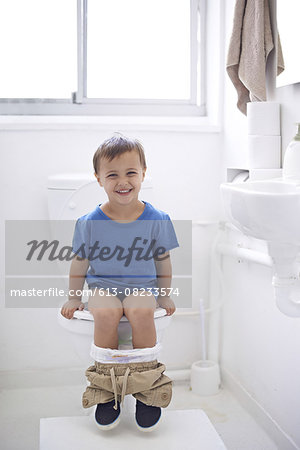 Doing it all by himself Stock Photo - Premium Royalty-Free, Image code: 613-08233574