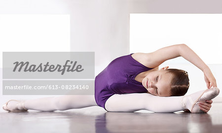 Limbering up before the recital Stock Photo - Premium Royalty-Free, Image code: 613-08234140