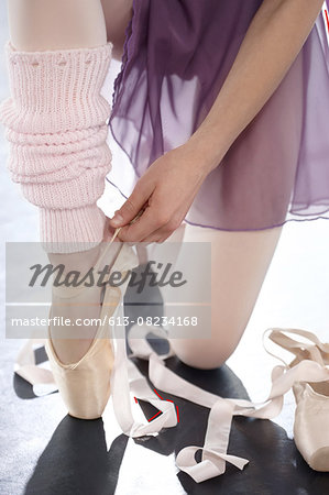 Support for her ankle Stock Photo - Premium Royalty-Free, Image code: 613-08234168