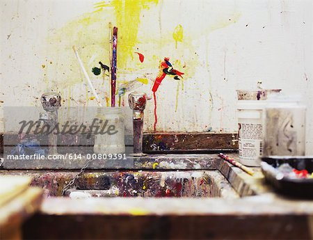 Sink in an art class Stock Photo - Premium Royalty-Free, Image code: 614-00809391