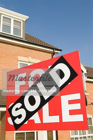 Sold sign and house Stock Photo - Premium Royalty-Free, Image code: 614-02240660