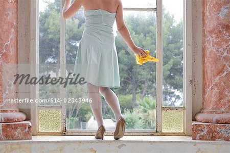 Woman cleaning her windows Stock Photo - Premium Royalty-Free, Image code: 614-02343946
