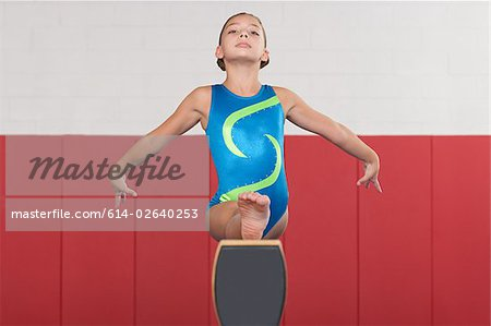 Gymnast doing the splits on a balance beam Stock Photo - Premium Royalty-Free, Image code: 614-02640253