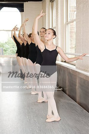 Ballerinas in pose at barre Stock Photo - Premium Royalty-Free, Image code: 614-03684365