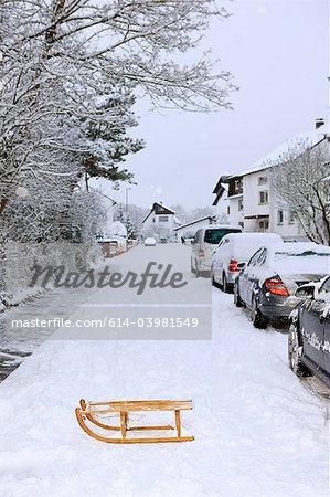 Sledge and parked cars in winter Stock Photo - Premium Royalty-Free, Image code: 614-03981549