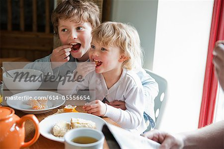 Brother and sister having breakfast Stock Photo - Premium Royalty-Free, Image code: 614-05556654