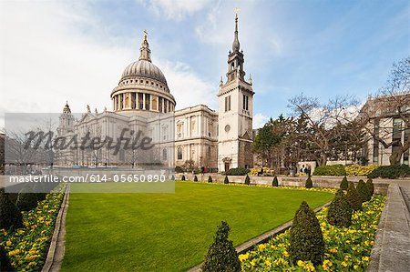 View from formal garden of St. Paul's Cathedral, London Stock Photo - Premium Royalty-Free, Image code: 614-05650890