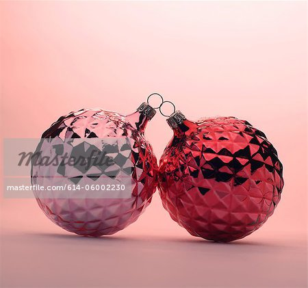 Pink and red Christmas baubles Stock Photo - Premium Royalty-Free, Image code: 614-06002230
