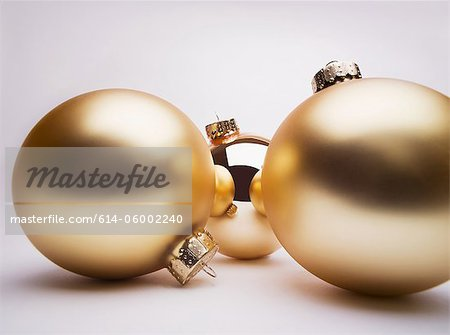 Gold Christmas decorations, studio shot Stock Photo - Premium Royalty-Free, Image code: 614-06002240