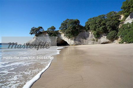 Te Whanganui-A-Hei (Cathedral Cove), New Zealand Stock Photo - Premium Royalty-Free, Image code: 614-06044709