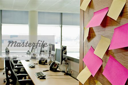 Sticky notes on wall in empty office Stock Photo - Premium Royalty-Free, Image code: 614-06044732