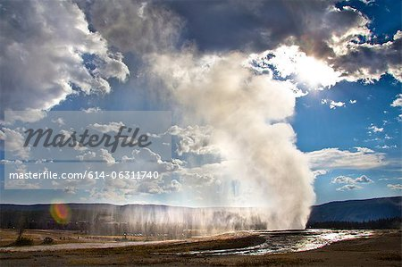 Old Faithful geyser erupting, Yellowstone National Park, Wyoming, USA Stock Photo - Premium Royalty-Free, Image code: 614-06311740