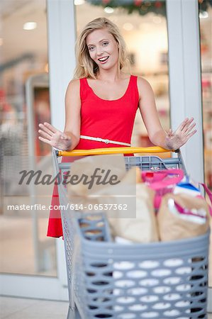 Women pushing shopping cart Stock Photo - Premium Royalty-Free, Image code: 614-06537362