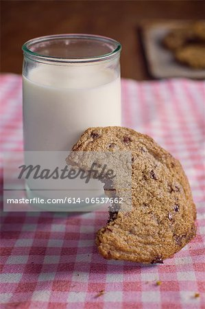 Chocolate chip cookie with milk Stock Photo - Premium Royalty-Free, Image code: 614-06537662