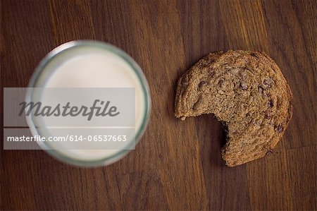Chocolate chip cookie with milk Stock Photo - Premium Royalty-Free, Image code: 614-06537663