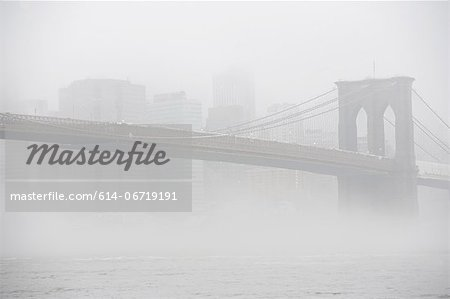 Fog rolling over Brooklyn bridge Stock Photo - Premium Royalty-Free, Image code: 614-06719191