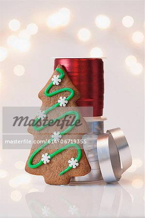 Christmas cookie and ribbons Stock Photo - Premium Royalty-Free, Image code: 614-06719355