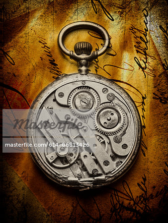 Pocket watch with open back on handwritten letter Stock Photo - Premium Royalty-Free, Image code: 614-06813426