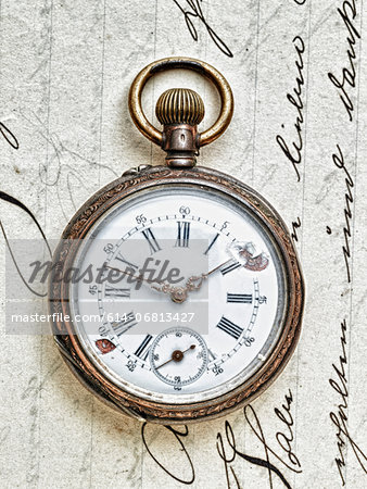 Pocket watch on handwritten letter Stock Photo - Premium Royalty-Free, Image code: 614-06813427