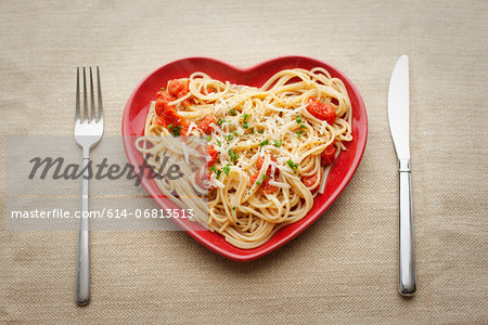 Heart shaped plate with pasta Stock Photo - Premium Royalty-Free, Image code: 614-06813513