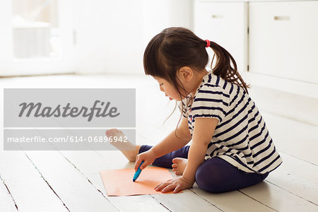 Female toddler sitting on floor drawing Stock Photo - Premium Royalty-Free, Image code: 614-06896942