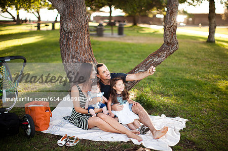 Family with two children sitting on picnic blanket Stock Photo - Premium Royalty-Free, Image code: 614-06898056