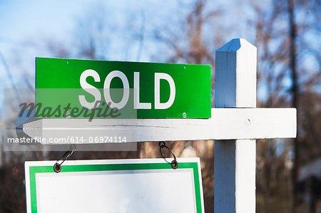 Property sold sign, close up Stock Photo - Premium Royalty-Free, Image code: 614-06974114