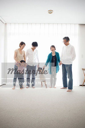 Three generation family holding hands, portrait Stock Photo - Premium Royalty-Free, Image code: 614-07031611