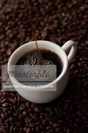 Still life with black coffee and coffee beans Stock Photo - Premium Royalty-Free, Image code: 614-07032096