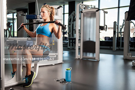 Woman pulling weights Stock Photo - Premium Royalty-Free, Image code: 614-07032163