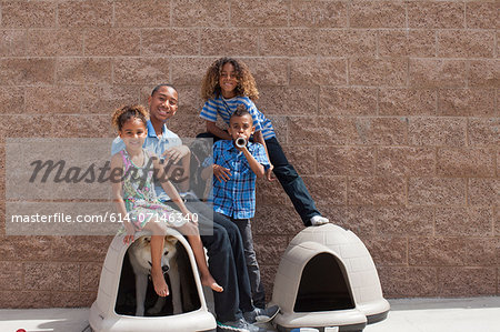 Portrait of four siblings and dog in kennel Stock Photo - Premium Royalty-Free, Image code: 614-07146340
