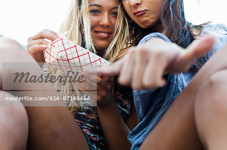 Friends eating takeaway food, Hermosa Beach, California, USA Stock Photo - Premium Royalty-Free, Image code: 614-07146464