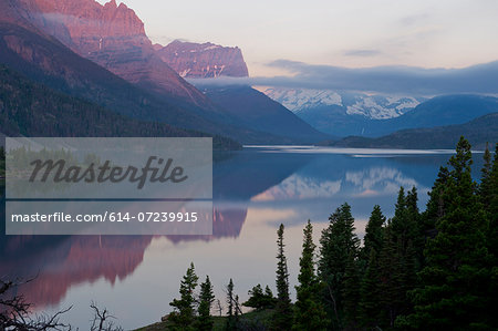 St Mary Lake, Glacier National Park, Montana, USA Stock Photo - Premium Royalty-Free, Image code: 614-07239915