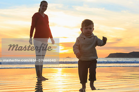 Mother and toddler son playing on beach, San Diego, California, USA Stock Photo - Premium Royalty-Free, Image code: 614-07444040