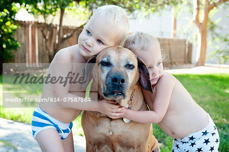 Portrait of old dog and toddler twins Stock Photo - Premium Royalty-Free, Image code: 614-07587564