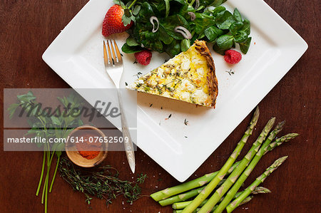 Quiche with spinach and strawberry salad Stock Photo - Premium Royalty-Free, Image code: 614-07652509