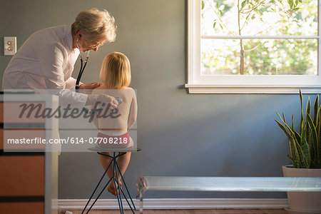 Female doctor listening to stethoscope on boys back in doctors office Stock Photo - Premium Royalty-Free, Image code: 614-07708218
