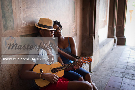 Young couple sitting with mandolin in Bethesda Terrace arcade, Central Park, New York City, USA Stock Photo - Premium Royalty-Free, Image code: 614-07735384