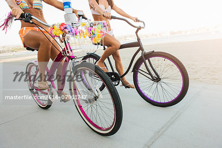 Neck down view of two women cyclists on beach, Mission Bay, San Diego, California, USA Stock Photo - Premium Royalty-Free, Image code: 614-07911747