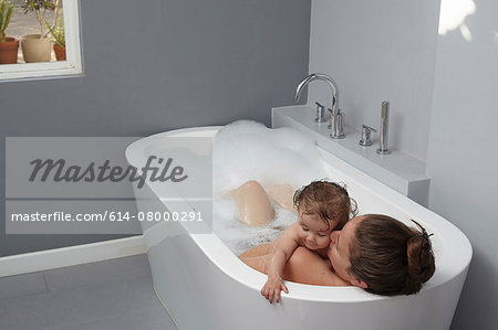 Mother and baby girl in bathtub Stock Photo - Premium Royalty-Free, Image code: 614-08000291