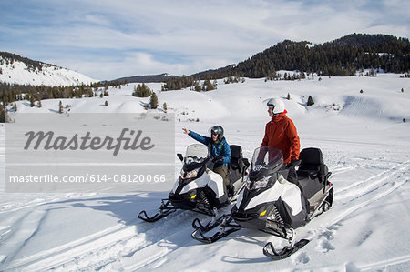 Friends on snowmobile, Jackson Hole, Wyoming Stock Photo - Premium Royalty-Free, Image code: 614-08120066