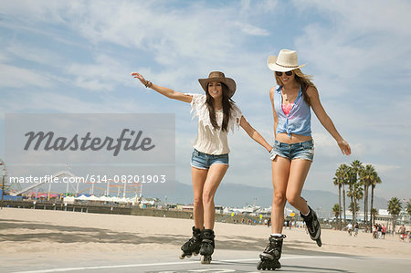 Two young women, inline skating, Santa Monica, Los Angeles, USA Stock Photo - Premium Royalty-Free, Image code: 614-08201903