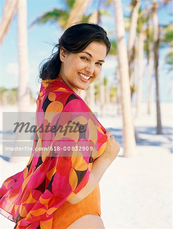Side view of a young woman holding a sarong Stock Photo - Premium Royalty-Free, Image code: 618-00832909