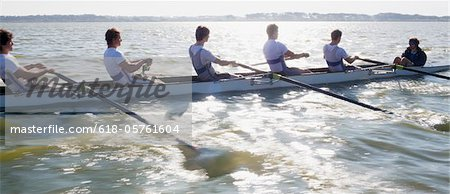 View of people oaring canoe Stock Photo - Premium Royalty-Free, Image code: 618-05761604
