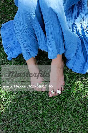 Feet of teen girl with flowers between toes Stock Photo - Premium Royalty-Free, Image code: 618-06318465