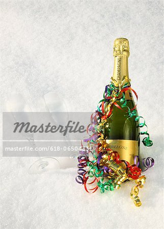 Champagne, streamers & flutes in the snow. Stock Photo - Premium Royalty-Free, Image code: 618-06504331