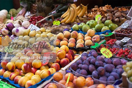 farmer's market in Italy Stock Photo - Premium Royalty-Free, Image code: 618-06538457