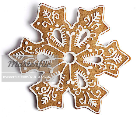 Cookie shaped as a snowflake with fancy decoration Stock Photo - Premium Royalty-Free, Image code: 618-07733001